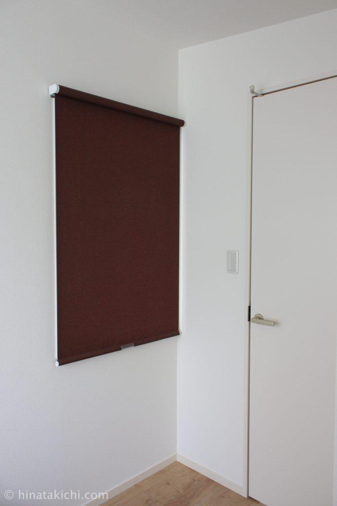 寝室のディープマホガニーのニチベイロールスクリーン