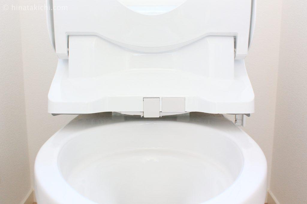 トイレの掃除方法、シャワートイレをリフトアップ