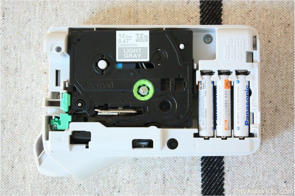 無印のファイルボックスにラミネートグレーテープ(白文字)のラベル付け